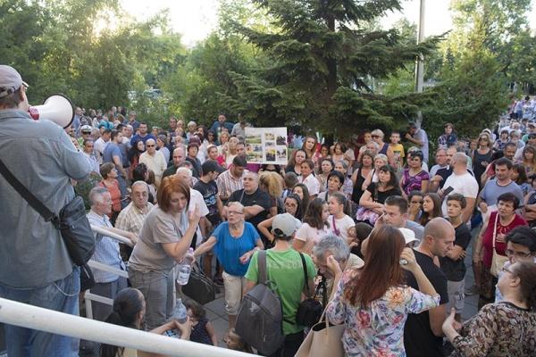 "протести в ""Младост"""